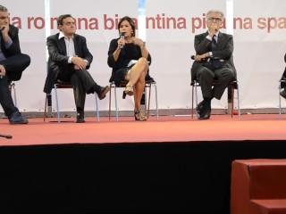 BIANCA BERLINGUER STUPEFACENTE VERO MOLTO SEXY GAMBE MATURE INCROCIATE
