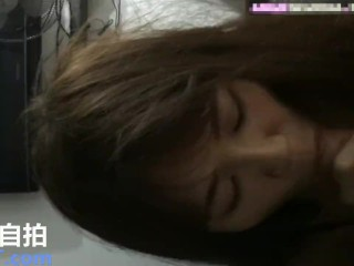 新加坡国际选美小姐公寓跪地口交性爱720p