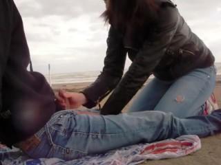 seghe e pompini in spiaggia da SessoDammi.com