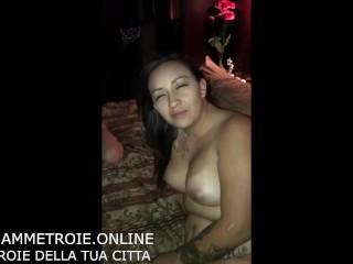 Una coppia conosce una ragazza in discoteca e vanno a casa a fare sesso