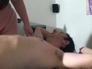 Matura italiana esegue massaggi nel suo studio parte 1