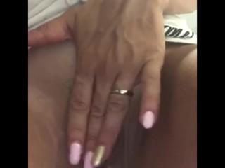 Calda moglie italiana vogliosa si masturba