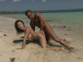 Roberta Gemma fucks on the beach