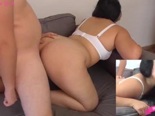Giovane Italiana 18 enne scopata sul divano dal suo lui. Video porno Italiano completo. Porno Ita