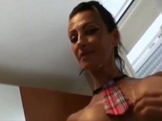 Provino porno italiano troia fa pompino