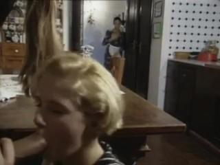 La classica cameriera porno italiana che fa sesso