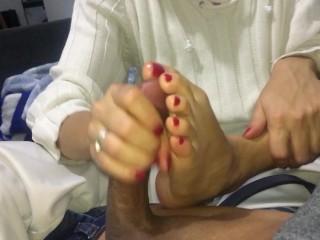 Lavoro di mano e piedi in pijama CREAMPIE
