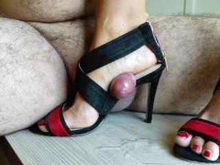 Shoejob, Shoe Fuck e Cock Calpestare con i sandali con i tacchi alti fino a quando non vengo