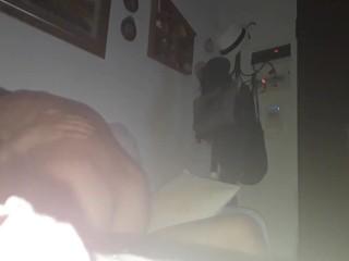 Sul divano di casa mia godo come una maiala
