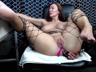 Bellissima matura italiana si masturba e mostrando i piedi