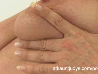Mature housewife Marlyn finger bangs her snatch.